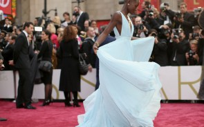 We were expecting great things from this Oscar winner who usually wows on the red carpet but she chose a Calvin Klein white dress completely covered with 6,000 pearls (Photo Credit: Windsorstar).