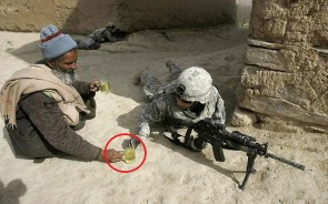 cool-powerful-photos-soldier-tea-weapon